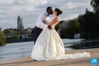 Photo de couple de marié à Saintes sur les bords de Charente