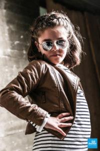 Séance de photo mode, d'une petite fille au studio de Saintes