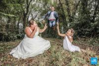 Photo de couple de mariage dans la forêt