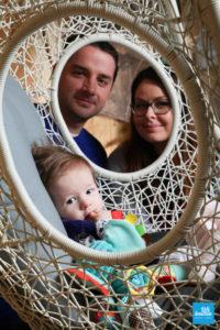 Portrait d'un bébé et de ses parents au studio de Saintes