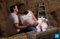 Photo de grossesse avec une peluche à Saintes