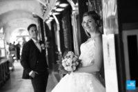 Photo de couple en noir et blanc à La Rochelle