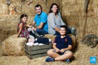 Photo de famille sur la paille à Saintes