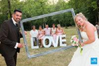 Photo des mariés avec un cadre
