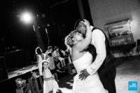 Reportage de mariage, les mariés qui dansent
