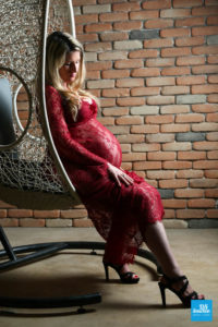 Shooting photo en studio de femme enceinte