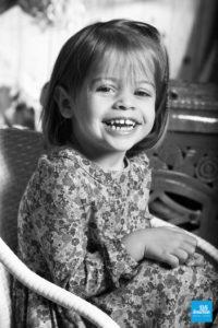 Portrait d'une petit fille en noir et blanc