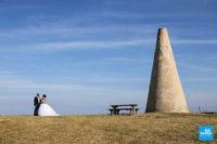 Photo de couple de marié à la tour de Beaumont
