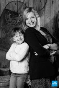Portrait mère et fille en noir et blanc