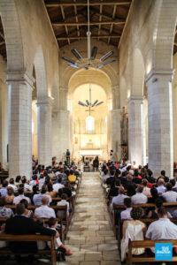 Cérémonie dans l'église du mariage