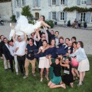 photo originale avec les amis sur un mariage