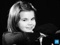 Portrait en noir et blanc d'une petite fille