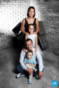Photo noir et blanc partiel de toute la famille