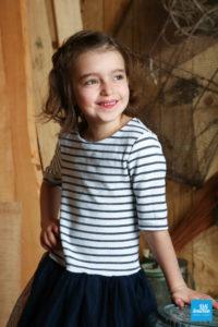 Portrait d'une petit fille en shooting au studio photo de Saintes