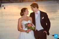 Photo de couple de mariage au coucher du soleil