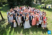 photo de groupe d'un mariage