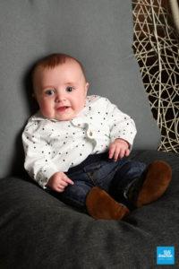 Photo en studio d'un bébé
