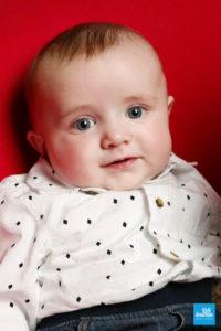 Portrait d'un bébé en shooting à Saintes