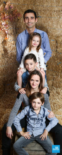 Photo de toute la famille au studio