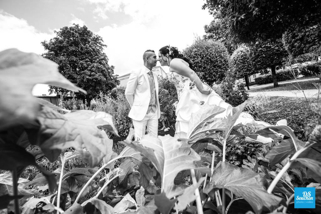 Photo de couple de mariage à L'Abbaye aux Dames à Saintes