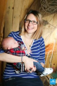 Shooting photo en studio d'une maman et son bébé