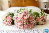 Les Bouquet de fleur de la mariée et des demoiselles d'honneur