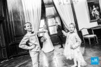 Photo de mariés et de leurs enfants dans le Château de La Rochefoucauld