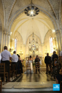 Photo de reportage de mariage à l'église