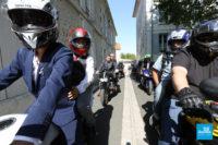 Photo de reportage de mariage avec moto