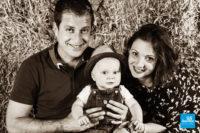 Photo de famille studio dans la paille