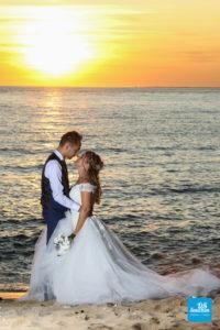 Photo de couple au coucher de soleil à St-Palais-sur-Mer
