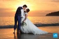 Photo mariage au coucher de soleil sur la plage