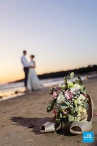 Photo de couple de mariage et bouquet à St-Palais-sur-Mer