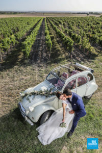 Photo de couple de mariage dans les vignes