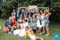 photo grimace d'un petit groupe lors d'un mariage