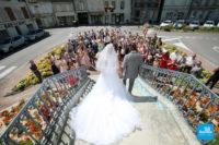 Photo de mariage à la sortie de la mairie