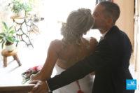 Photo de mariés dans leur maison