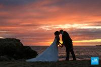 Photo de couple de mariage au coucher du soleil à St-Palais-sur-Mer