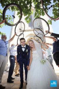 Photo de reportage de mariage, sortie de l'église