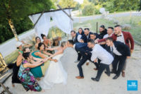 Photo mariage originale avec les amis
