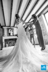 robe de la mariée lors de ses prépratifs