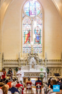 Photo de reportage de mariage sur une cérémonie religieuse