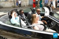 La voiture des témoins lors d'un reportage de mariage
