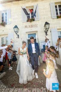 Photo de reportage de mariage, sortie de la mairie