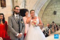 Photo de reportage de mariage dans l'église