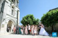 Photo de mariage reportage, l'entrée dans l'église