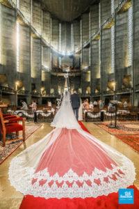 Photo de reportage de mariage dans l'église de Royan