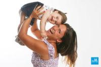 Une maman et sa fille en studio